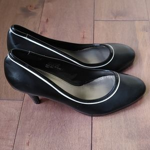 Pure by Alfred Sung black and white heel shoes 7